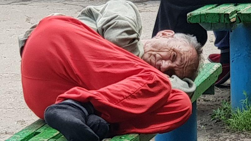 Verwaarloosde ouderen verzorgingshuis moldavie